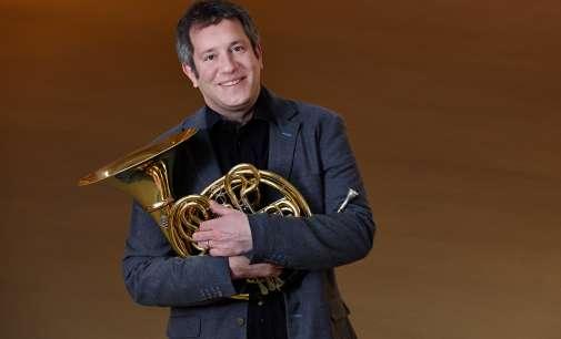 Главниот хорнист од престижната Берлинска филхармонија доаѓа во Скопје
