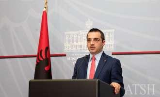 Албанскиот министер за внатрешни работи неочекувано поднесе оставка