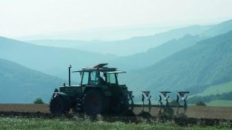 Старец од Конче починал откако се превртел со трактор