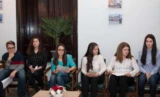 Книга и цвеќе за читателките по повод 8 Март во Ресен