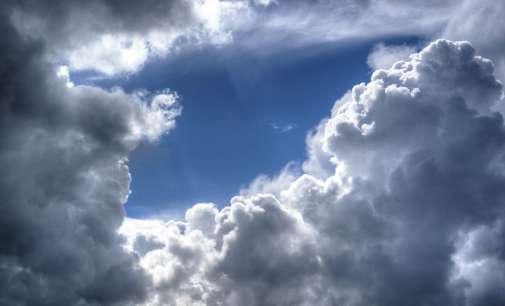 Облачно, во источните делови со сончеви периоди
