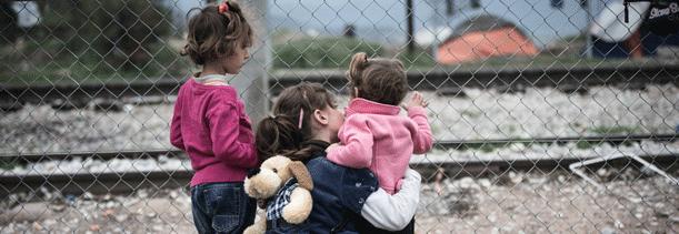 Децата бегалци во грчките кампови во очај се обидуваат да се самоубијат