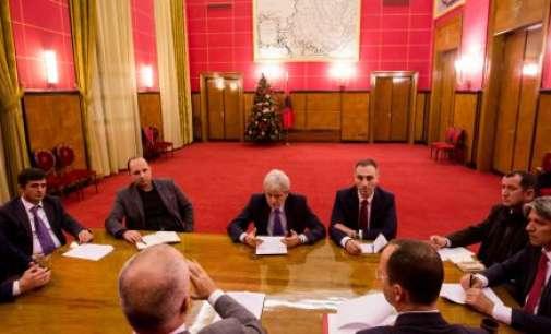 Реакции во Албанија: Платформата е документ на Албанците од Македонија, а не на Рама