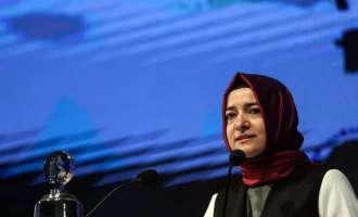 Наместо Чавушоглу, во Ротердам по копно пристигнува министерката Фатма Каја