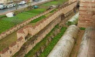 Последните зеленчукови градини под ѕидините на Константинопол се уништуваат