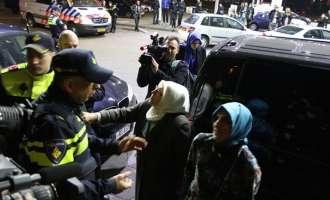 Холандската полиција ја задржа турската министерка, од турските новинари побара да ја напуштат земјата