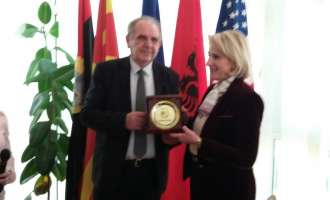 Албанскиот министер за одбрана го посети Дебар