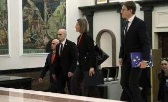 Могерини на средби со лидерите на политичките партии