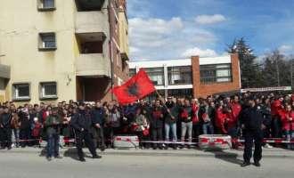 Нишани пречекан во Бујановац со албанска химна и албански знамиња