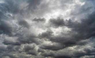 Облачно со услови за повремен слаб дожд