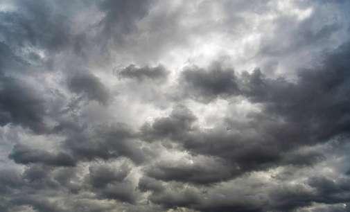 Променливо облачно со слаб локален дожд