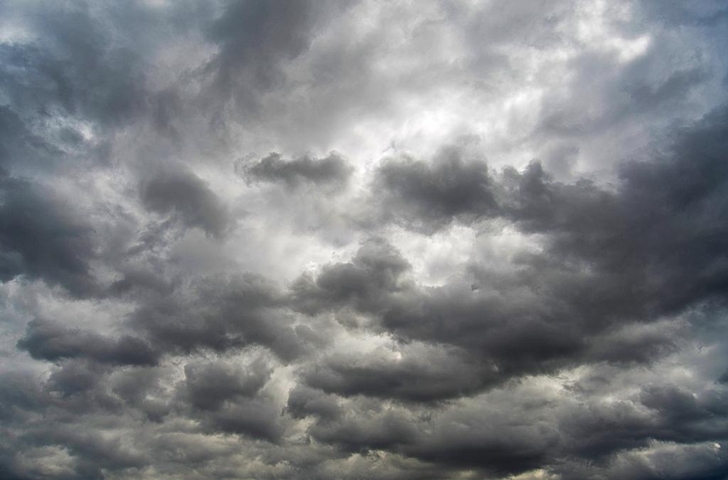 Облачно и дождливо време за Стара нова година
