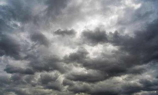 Променливо облачно на повеќе места со врнежи од дожд