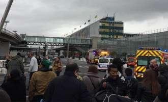 """Пукање на парискиот аеродром """"Орли"""", убиено едно лице"""