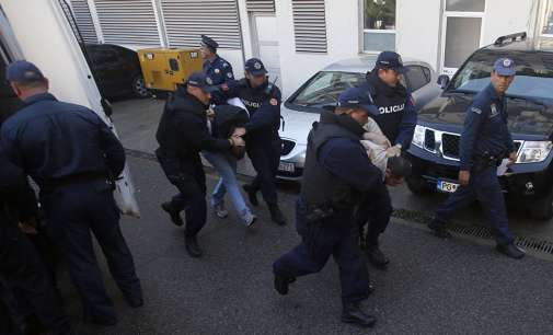 Лидерот на црногорската опозиција негира дека ги познава лицата обвинети за организирање на пучот
