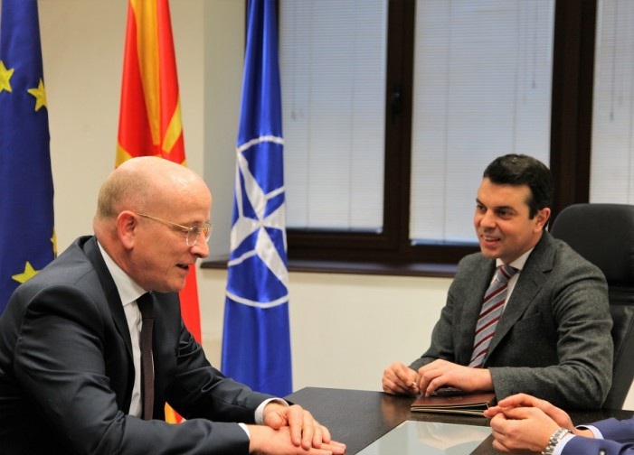 Попоски до Хелбах: Македонија да добие гаранции за членството во ЕУ