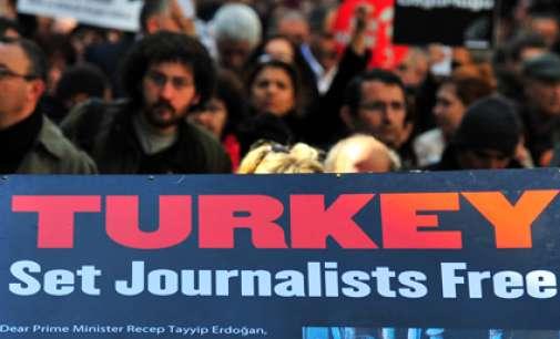 Една третина од сите затворени новинари се во Турција