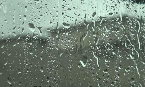 Променливо облачно, попладне со дожд