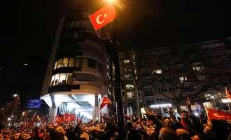 Франција повикува на смирување меѓу Турција и Холандија, Ердоган гневен