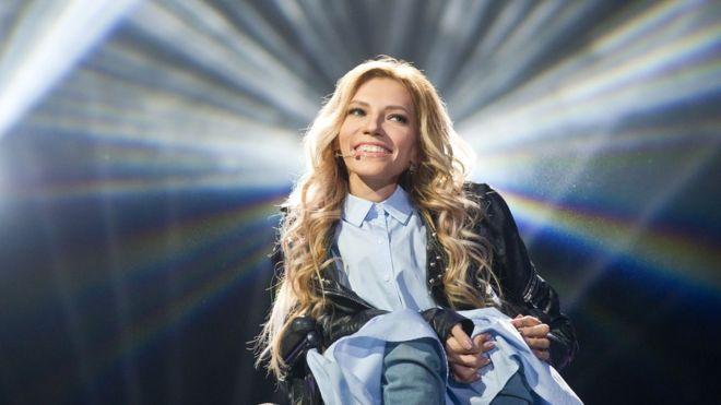Руската претставничка на Евровизија би можела да настапи преку сателит