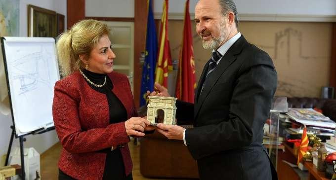Трајановски оствари средба со турската амбасадорка Кара