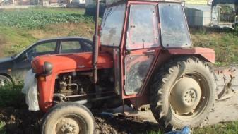 Маж починал откако се превртел со трактор
