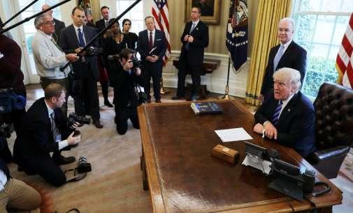 Способен ли е Трамп да управува со САД – приватно ги кодоши советниците и се кара со медиумите!?