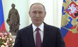 Путин во поетски стил го честита 8-ми Март