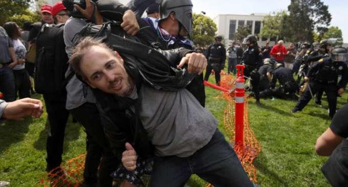 Про и контра Трамп протести во САД