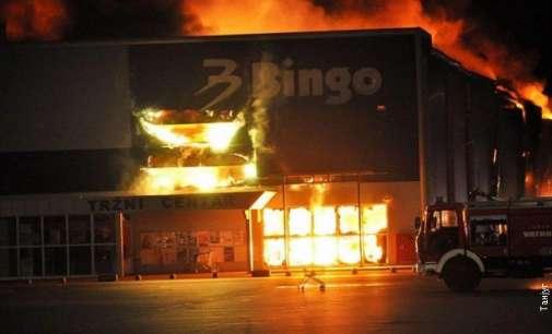 Изгоре трговски центар во Мостар