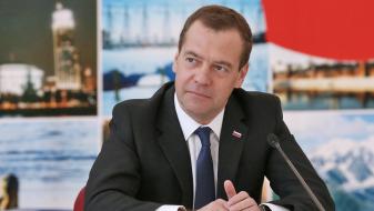 Медведев: САД повикуваа на борба против ИД, а сега делуваат спротивно на тоа