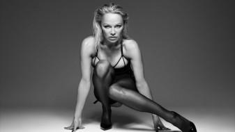 Памела Андерсон во секси реклама
