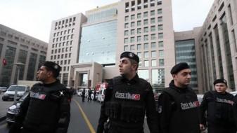 Турските власти отпуштија повеќе од 7.000 полицајци, војници и јавни службеници
