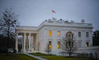 """Блокирана Белата куќа: Се испитува """"сомнителна торба"""""""