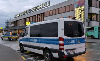 """Евакуиран берлинскиот аеродром """"Шонефелд"""""""