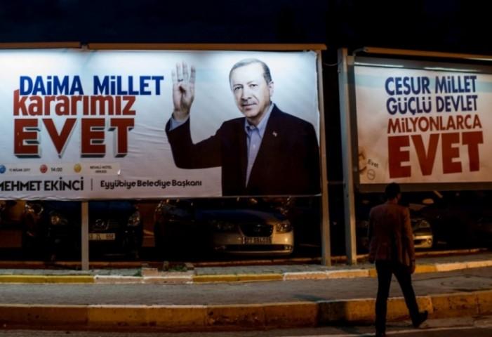 """""""Богот на земјата"""" ќе биде прогласен утре, но само ако успее референдумот на Ердоган"""