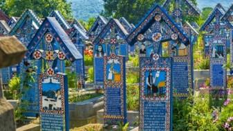 (ГАЛЕРИЈА) Неверојатно: Во Европа има весели гробишта