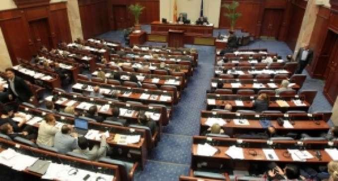 """Пратениците од ВМРО-ДПМНЕ """"тераат по свое"""", од СДСМ бараат да се зборува по точката од дневниот ред"""