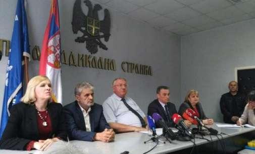 Шешељ не поднесе оставка, се согласува со дел од барањата на демонстрантите
