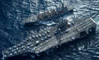 Јапонски воени бродови се придружуваат на американскиот носач на авиони