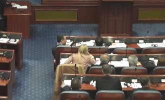 """Заев цел ден во собраниска клупа – Груевски """"издржа"""" половина час"""