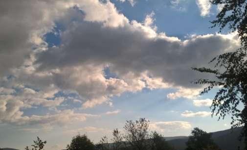 Времето до крајот на денот ќе биде променливо облачно и постудено