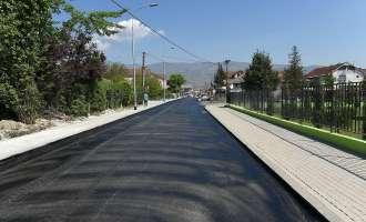 """Финален слој на асфалт на улицата """"Алија Авдовиќ"""" во н. Сингелиќ"""