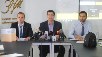 ЗНМ: Медиумите – окупирани, новинарите – малтретирани, излезот е во новата влада