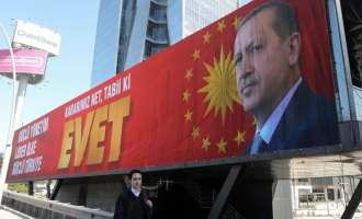 Околу 55 милиони Турци гласаат на референдумот за уставни промени