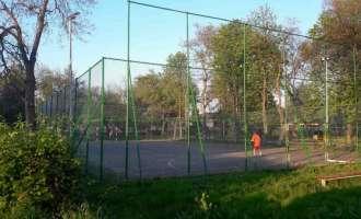 Целосно реконструирана оградата околу спортското игралиште во Колонија