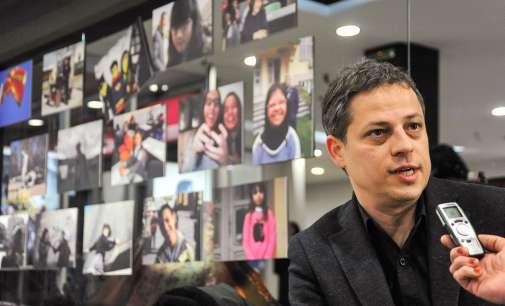 """Бојан Вулетиќ, режисер на """"Реквием за госпоѓа Ј."""": Не е сѐ така црно"""