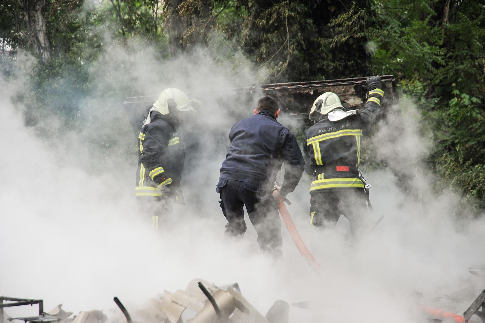 Пожарот кај  Здравко Цветковски  локализиран   нема повредени  галерија