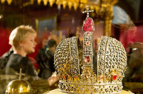Кој би рекол – младите во Русија сакаат на власт да имаат цар