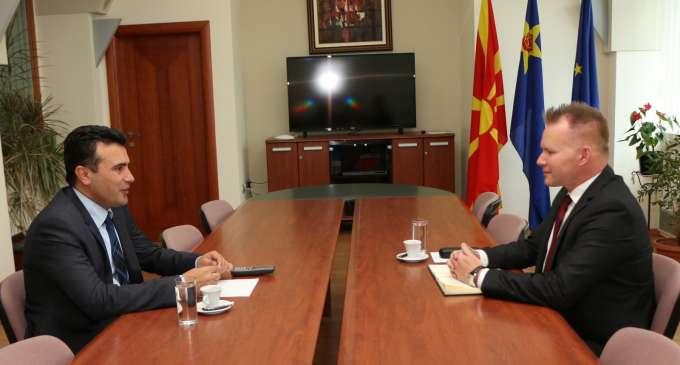 Заев со Безак: Потребен е мирен трансфер на власта